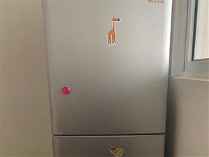 海尔冰箱 基本** 因购置家具,放不下,低价处理。肃州区内自提。可小刀