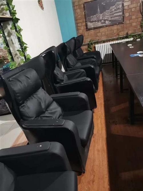 因网吧装修配件设施更新换代,现将单体靠椅式沙发,电脑桌,中央空调3台便宜处理,给钱就卖,先到先得。联...