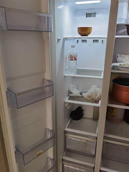 本人有一臺雙開門二手冰箱要賣,有意者電話?? 聯系。價格面談。17771657496