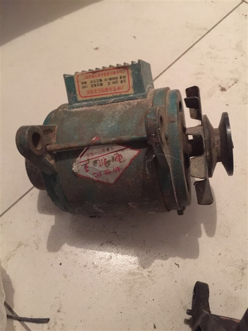 多年不用的拖拉机发电照明用的,有需要的私了