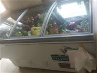 两个冰柜,现在使用中,一个两米二,一个一米八。因店铺关门,低价处理。价格面议。15833316242