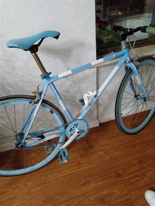 女儿骑了一年多的自行车,现在闲置在家,便宜处理。有需要的可以联系。
