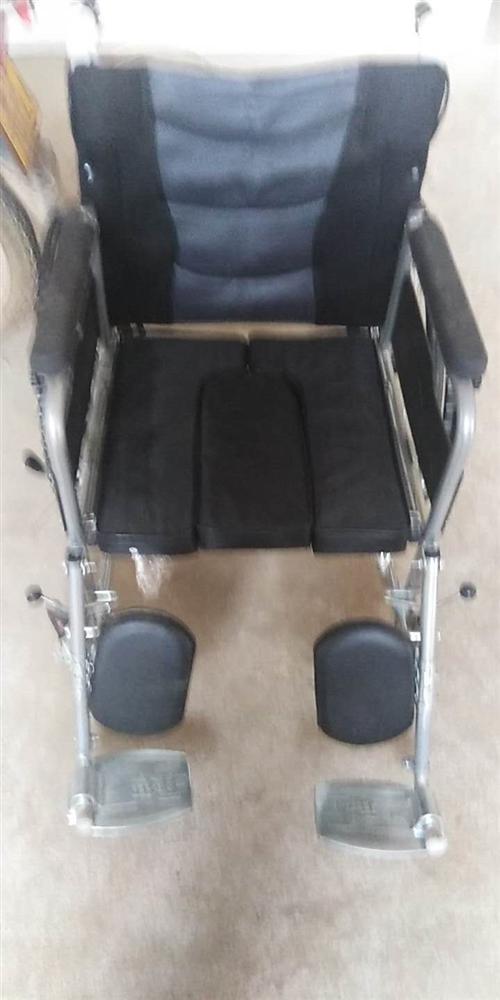 轮椅九成新可折叠买时388卖200元上门自取