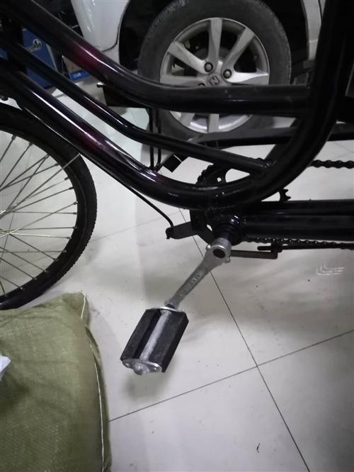 九成新脚踏三轮自行车,现在500块钱低价处理,自行车,现在在桥南妇产医院巷内, **面谈。