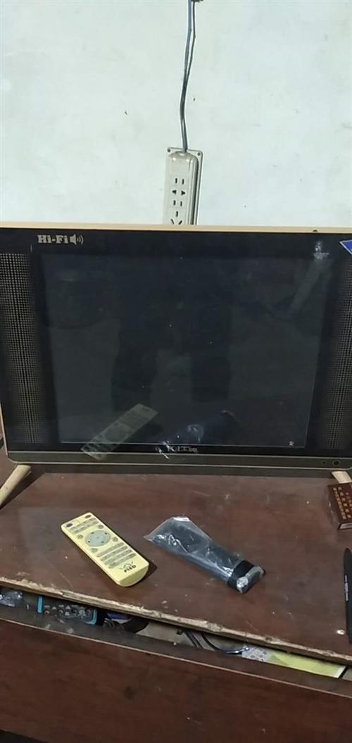 19寸小液晶电视,正常使用,可以做电视,监控显示器使用,使用没问题