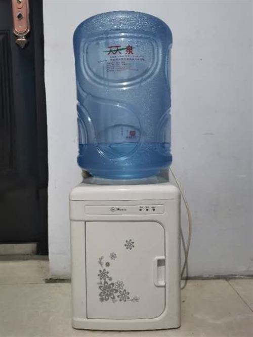 二手小洗衣机小饮水机布衣柜桌子锅具等便宜出售,本人即将搬家,很多不需要的东西给钱就卖,地址中医院附近...