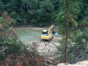 乐安县金竹畲族乡联村村委会地点,当地人到处采砂