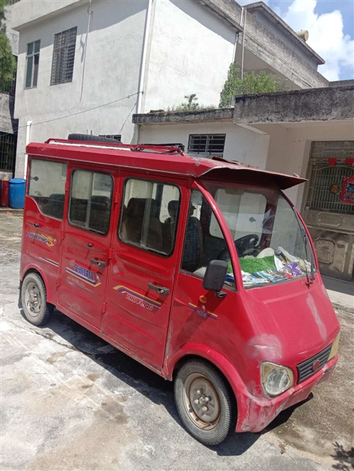 电动四轮车本人出售有意请联系我。
