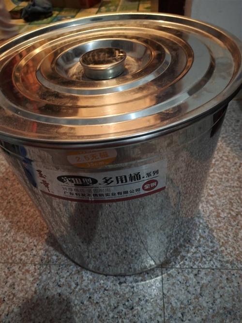 本人有两个不锈钢桶。九成新。便宜出售。电话,15970204897