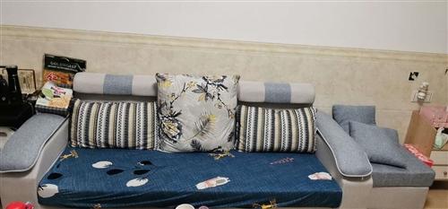 三人沙发,9.8成新,9月份刚买的。现在要外出,所以出售,河婆县内,自提