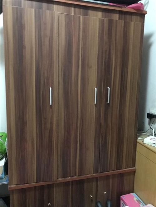 衣柜宽1.1米高2米三开门,床1.5??1.8 都是自用的, 非诚勿扰
