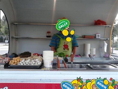 以前做生意闲置的小吃餐车,冰激凌机,均可正常使用,想做小生意创业的**选择! 房车超大新电瓶,...
