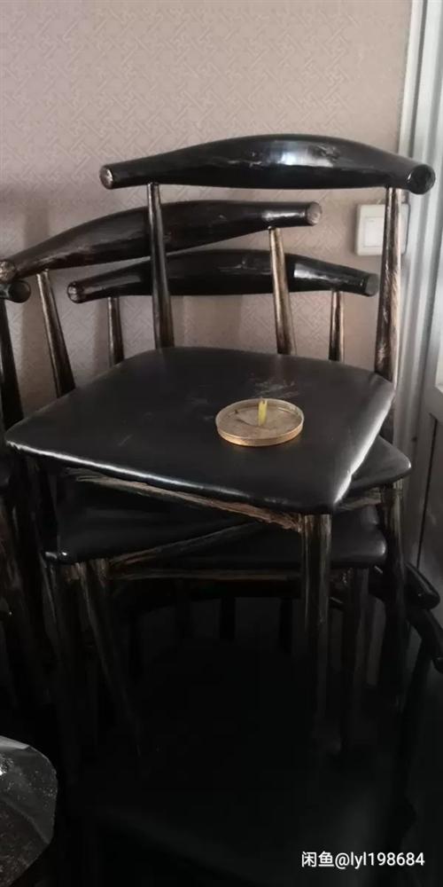 餐饮店桌椅4套,质量不错