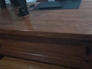 老榆木桌2.2×1,老榆木柜1.2×0.5,因搬新家放不下�理,�r格面�h。