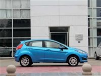 福特新嘉年华两箱 2014款,14年入的,无事故,从未出过险,所以保险很便宜,只有60000多公里。