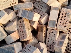 常年出售小舊紅磚,多孔磚塊,價格合理,質量保證!