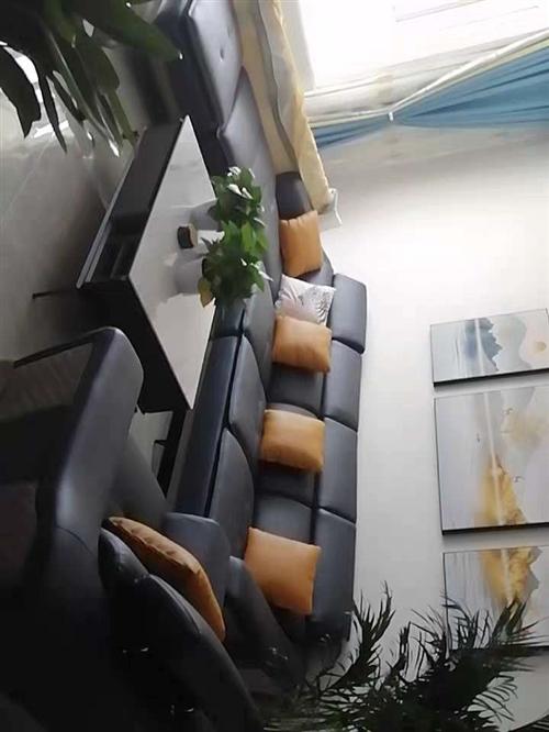 因尺寸不符,出售十成新真皮沙发一套,原价15000现在8000元出售!有意者联系1390912781...