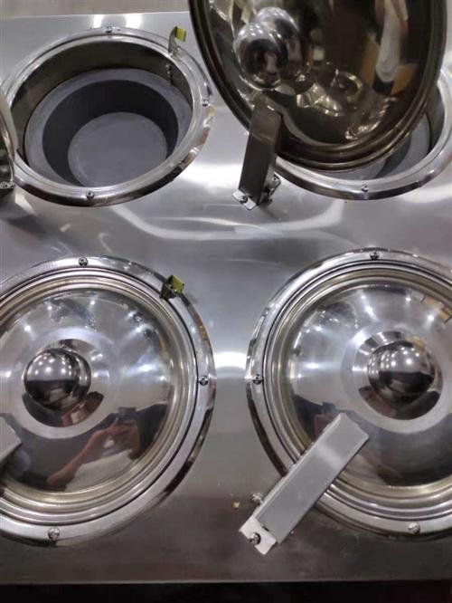 圣托牌4灶头2湘电煲仔机,用了一个星期。工具齐全。由于个人原因现在出售。