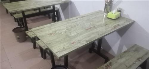 面館桌子5張,10條板凳。
