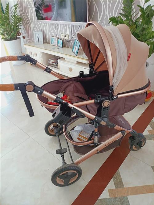 婴儿车出售:九成新贝丽可品牌,可躺可坐可折叠,外出携带方便联系电话:13783208785