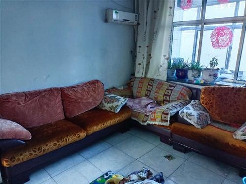 沙发三件套,2米1.6米1.1米,共100元,有需要的联系15891270192