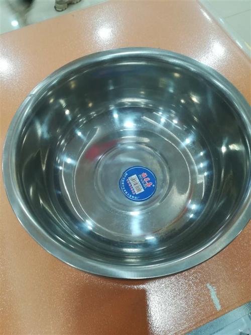 不锈钢小盆口径23公分。食品材质易扣罐