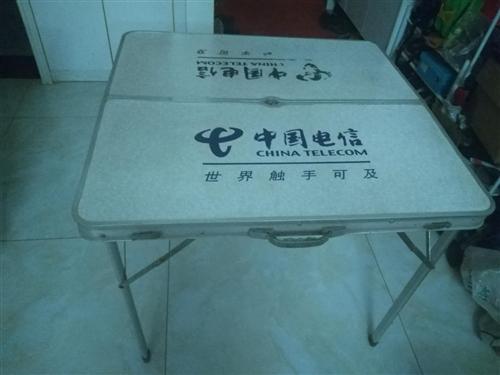 转折叠桌子,长宽高85*82*69CM,户外、地摊必备品,50元,需要的电联15892377561