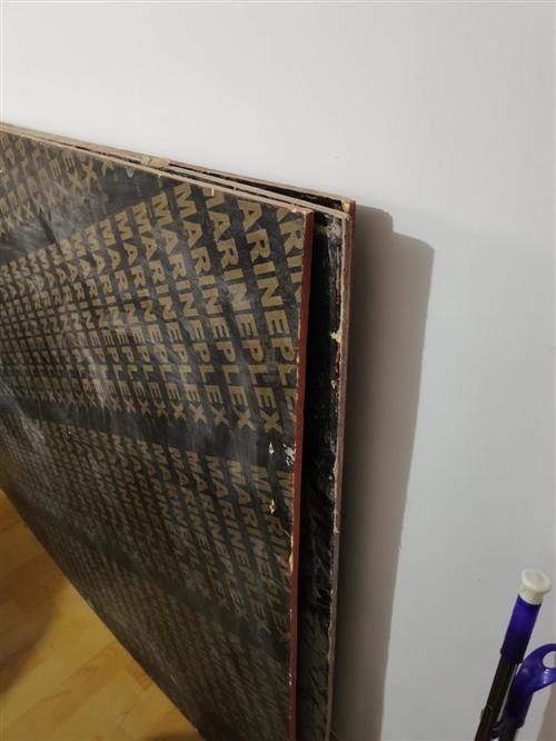 有3张工程用竹胶板,可以做货架、农村盖房子用,现低价处理。  联系电话:18054110685