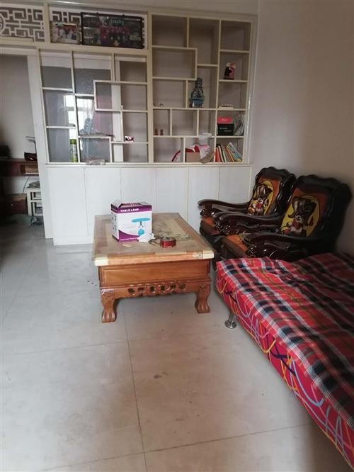 盛峰廷小区,一室一厅,47平方,很紧凑的户型,交通方便,拎包入住,